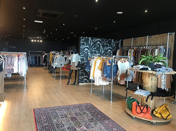 Agencement Monkey Clothing store